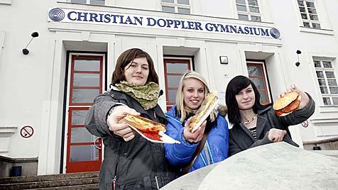 Gymnasiasten in Salzburg proben den Jausenaufstand (Bild: Markus Tschepp)