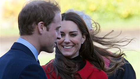 William und Kate feiern Hochzeit mit Greißler, Briefträger