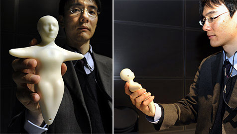 Japaner stellen Mobiltelefon in Menschenform vor (Bild: AFP)