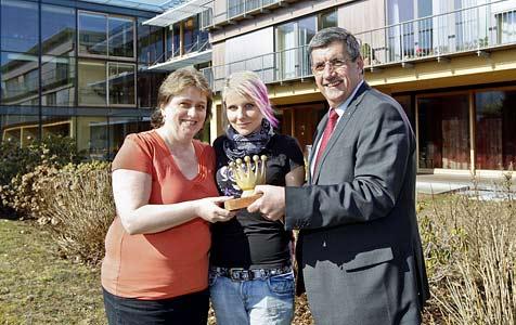 """""""Goldene Krone"""" für Pflegerinnen, die 33 Rentner retteten (Bild: Markus Tschepp)"""