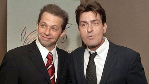 """Weil er nicht anruft: Sheen beschimpft Cryer als """"Troll"""""""