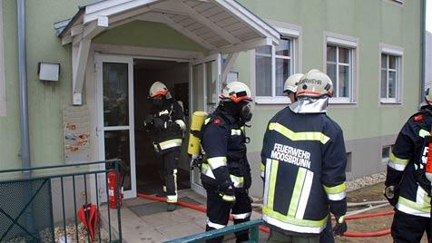 Feuer in Wohnhaus  in Moosbrunn ausgebrochen (Bild: Thomas Lenger)