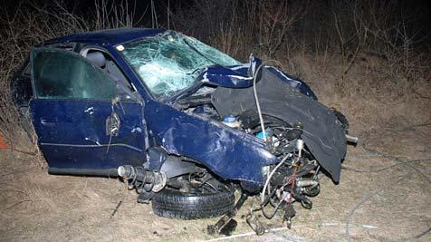Frau bei Crash aus Pkw geschleudert - schwer verletzt (Bild: Thomas Lenger)