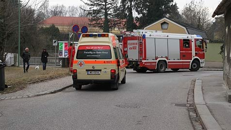 Jugendlicher stürzt in Wels in fünf Grad kalten Bach (Bild: Matthias Lauber)