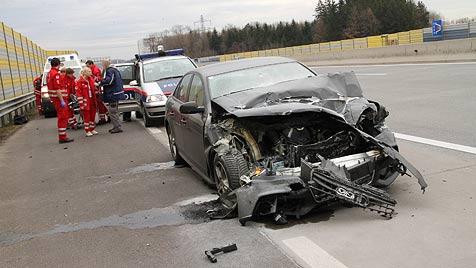 Unfall auf der A1, weil Lenker niesen musste (Bild: Matthias Lauber)