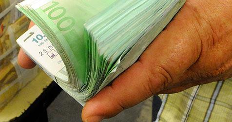 49-Jähriger steckte 400.000 Euro in die eigene Tasche (Bild: APA/HERBERT PFARRHOFER)