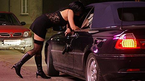 Freier beraubt in der Stadt Salzburg Prostituierte (Bild: APA/HELMUT FOHRINGER)