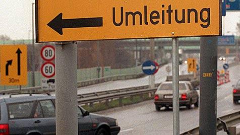 A3 zwischen Pottendorf und Hornstein gesperrt (Bild: APA/SCHLAGER R./RS)