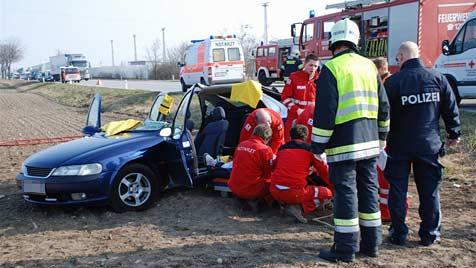 Grundwehrdiener bei Autounfall schwer verletzt (Bild: Thomas Lenger)
