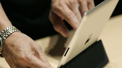Apple verschenkt iPad 2 an Ehefrau-geplagten Fan (Bild: EPA)