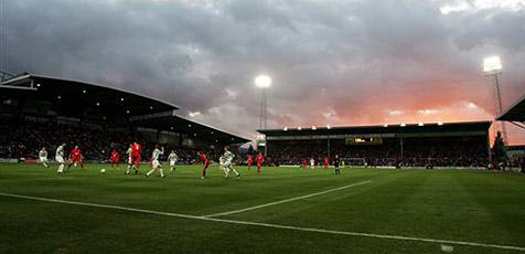 Modellversuch: LEDs erhellen Fußballplatz