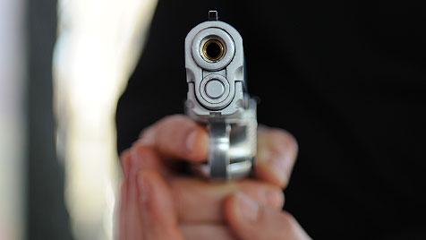 Angestellte von Vermummter mit Pistole bedroht (Bild: Andreas Graf)
