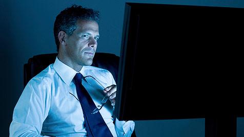 LED-Bildschirme halten abends länger wach und fit (Bild: © 2011 Photos.com, a division of Getty Images)