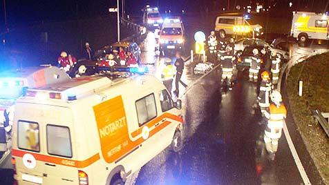 Unfälle mit neun teils schwer verletzten Personen (Bild: FF Hohenzell)