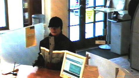 Drei Überfälle - Polizei sucht nach Bankräuberin (Bild: Polizei)