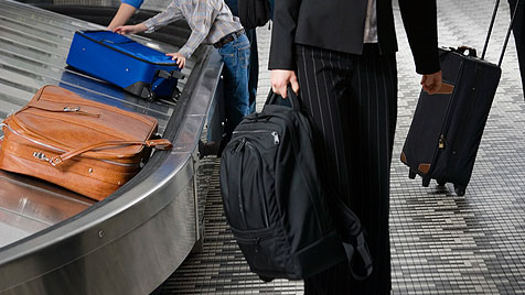 So packst du dein Handgepäck richtig (Bild: © 2011 Photos.com, a division of Getty Images)