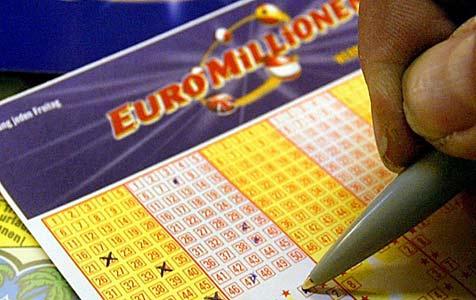 Oberösterreicher knackt Europot und gewinnt 16,2 Mio. € (Bild: APA/HERBERT PFARRHOFER)