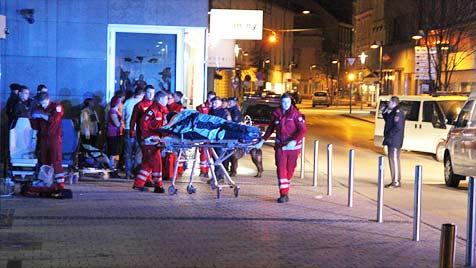 Schlägerei in Wels fordert sieben teils schwer Verletzte (Bild: Matthias Lauber)
