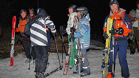 Bergrettung muss Skiurlauber aus Felswand holen (Bild: Konrad Rauscher)