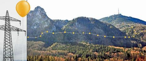 Koppler markierten 380-kV-Trasse mit Heliumballons (Bild: Wolfgang Weber)