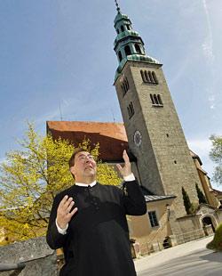 Müllner Pfarrer will im Bräustübl Ex-Christen heimholen (Bild: Markus Tschepp)