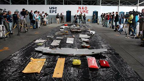 Beh�rde: Piloten waren mit Situation total �berfordert (Bild: EPA)