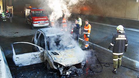 Drei Autos gehen in Flammen auf - in nur einer Stunde! (Bild: Roland Holitzky, foto-studio.at)