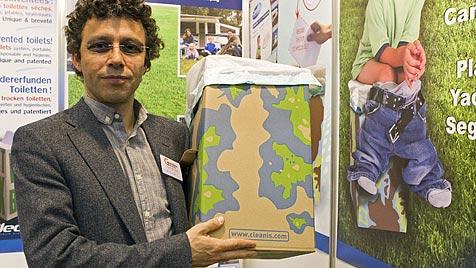"""Klo to go"" bei Erfindermesse in Genf präsentiert (Bild: AP)"