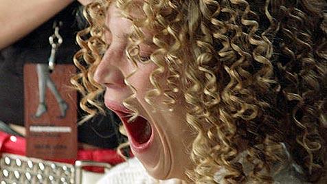 Mädchen kann nach Gähnen Mund nicht mehr schließen (Bild: AP)