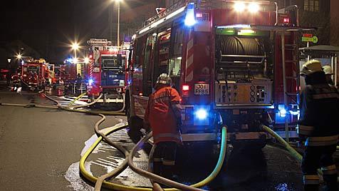 Neun Verletzte bei Großbrand in Bischofshofen (Bild: Andreas Kreuzhuber)