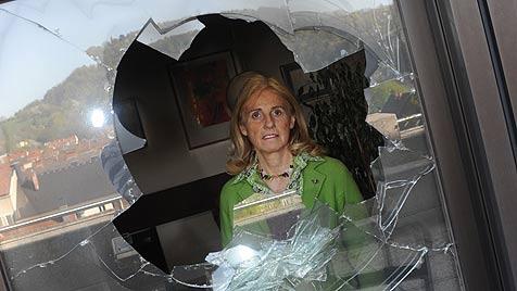 Keine Spur nach Anschlag auf Büro von Stadträtin (Bild: Markovsky)
