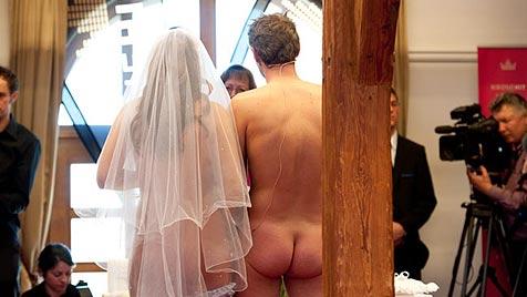 Nackthochzeit von Kronehit: Melanie und René sagten Ja (Bild: Kronehit)