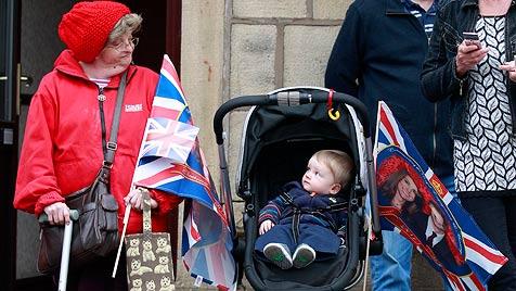 Überschlanke Kate Middleton macht Briten Sorgen (Bild: AP)