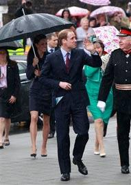 Zehntausende wurden für Prinzenpaar nass (Bild: AP)