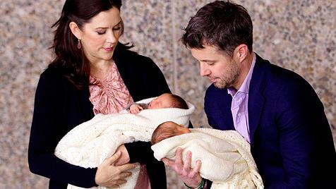 Dänen rätseln über die Taufkleider der royalen Zwillinge (Bild: AP)
