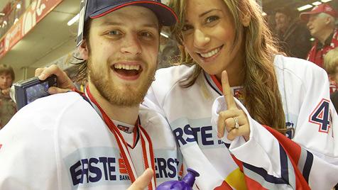 Red Bull krönt sich in Klagenfurt zum Eishockey-Meister (Bild: APA/GERT EGGENBERGER)