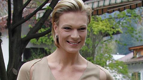 Skistar Maria Riesch hat im goldenen Kleid geheiratet