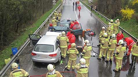 Zwei Kinder und drei Erwachsene bei Crash verletzt (Bild: FF Pfandl)