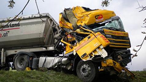 Zwei Kinder und drei Erwachsene bei Crash verletzt (Bild: FF  Hohenzell)