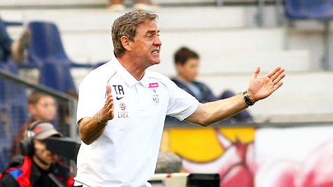 """Beim LASK-Coach kommt""""s auch auf die Größe an (Bild: APA/KRUGFOTO)"""