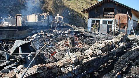 """""""Kögerlalm"""" im Pinzgau in Flammen aufgegangen (Bild: Konrad Rauscher)"""