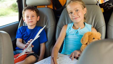 Reisekrankheit bei Kindern – was tun? (Bild: Photos.com/Getty Images)