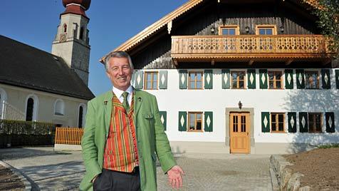 Hallwangs Ortschef schenkt Gemeinde ein Schmuckstück (Bild: Wolfgang Weber)