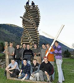 Besonderes Oster-Feuer im Lungau strahlte hell (Bild: Roland Holitzky)