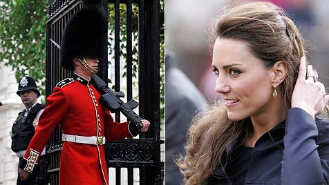 Wachmann des Buckingham Palace beleidigt Kate (Bild: EPA)