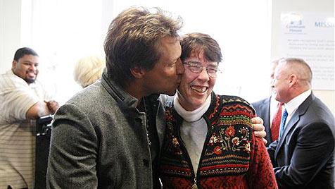 Jon Bon Jovi baute Obdachlosenheim für Teenager (Bild: AP)