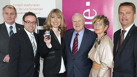 Emporia bietet erste mobile Rufhilfe für Senioren (Bild: T-Mobile)