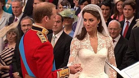 Hochzeitskleid wird im Buckingham-Palast ausgestellt (Bild: APA Video)