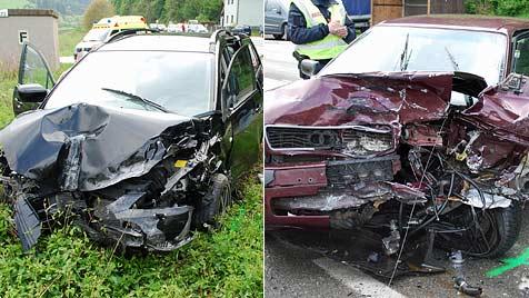 Glück für Insassen - keine Verletzten bei Unfall auf der B54 (Bild: Einsatzdoku.at)