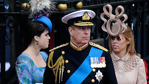 Internet-Witze über verrückten Hut von Prinzessin Beatrice (Bild: AP, AFP, EPA)